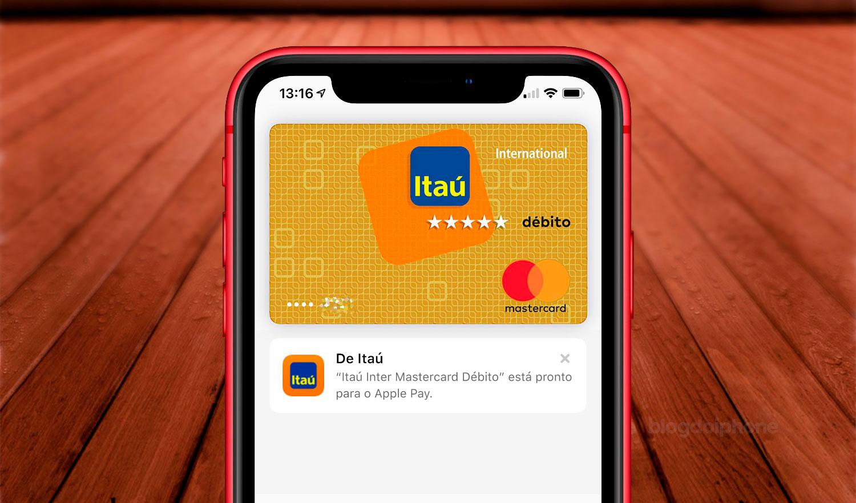 Tela de um iPhone com um cartão de débito nela