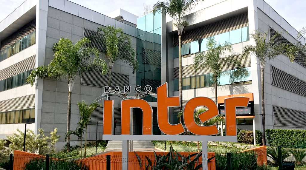 Foto da parte da frente do prédio da sede do Banco Inter, em Belo Horizonte