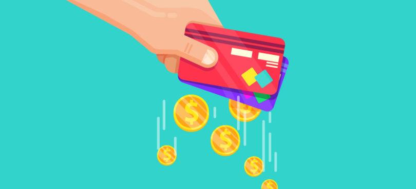 Ilustração de uma mão segurando dois cartões de crédito, com moedas saindo deles